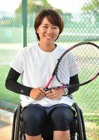 東京パラリンピック出場が内定し、笑顔で取材に応じる大谷桃子=佐賀市のSAGAサンライズパーク庭球場
