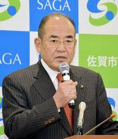 陸自ヘリの墜落事故について所感を述べる秀島市長=佐賀市役所