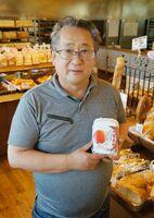 新ブランド卵「壮健美卵」を手にするムーラン・ルージュの石井利英社長=佐賀市のレストランサ-グラ