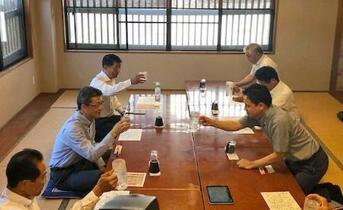 宮崎知事の飲食会合「時期尚早」