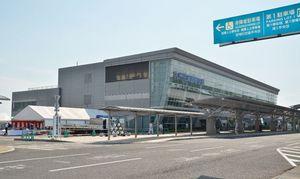ターミナルビルが増築・改修される佐賀空港=佐賀市川副町
