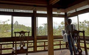内部が公開された舞鶴荘。2階からは唐津城を見ることができる=唐津市北城内
