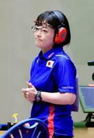 女子25メートルピストル予選後半で厳しい表情を浮かべる佐々木千鶴=自衛隊朝霞訓練場