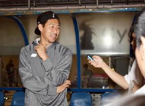 試合後、インタビューを受ける豊田陽平選手=鳥栖のベストアメニティスタジアム