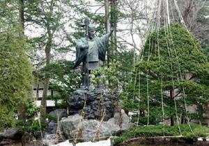 北海道神宮にある島義勇の銅像。蝦夷地を有力藩に分割領有させるうわさが広まる中、佐賀藩の藩命を受けて調査した=北海道札幌市