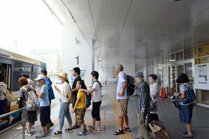総文のもてなし、猛暑対策で設置された「ドライミスト」=佐賀市の佐賀駅バスセンター