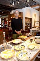マーブルの鉢などが並ぶ西隆行さんの作陶展=有田町のbowl