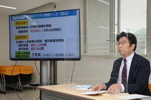 ワクチン接種について発表する小松政市長=武雄市役所