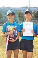 第13回嬉野市長杯ジュニアソフトテニス大会 女子優勝の 原田渚・村中智香ペア