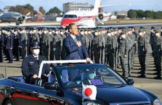 首相、自衛隊に「縦割り打破を」