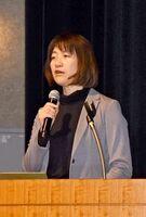 女性の視点を生かした災害に強い地域づくりについて講演した阪本真由美氏=佐賀市のアバンセ