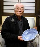 「手作りならではの品格ある有田焼を作り続けたい」と話す村島昭文さん