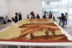 「海の幸」を模した緞帳の公開修復展=佐賀市の佐賀大美術館