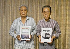 写真アルバム「激動昭和の諸富町」を作製した諸富花いちもんめの会の江頭正迪会長(左)とメンバーの小栁春良さん