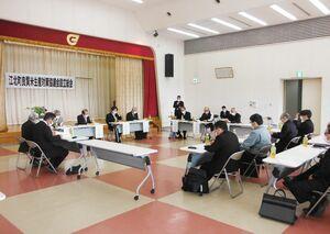 設立総会では、10月下旬の献納式に向けたスケジュールなどを確認した=江北町公民館(提供写真)