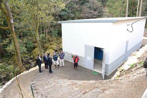多良川流域で落成した小水力発電所=藤津郡太良町中山地区
