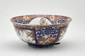 「色絵獅子花文鉢」=Photo(C)RMN-Grand Palais(Sevres, Cite de la ceramique)/Tony Querrec/distributed by AMF