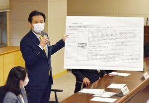 対策本部会議で緊急事態宣言への対応を説明する山口祥義知事=17日午後、佐賀県庁