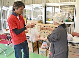 <佐賀豪雨・支援の輪>子育て世帯へ野菜配布 おもやいボラセンで支援
