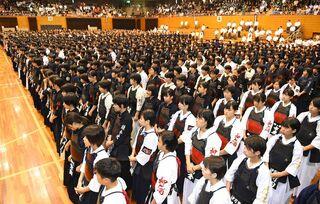 小中高剣士4000人熱戦 大麻旗剣道大会が開幕
