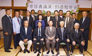 集まった神埼市議のメンバー=神埼市神埼町の「菊水」