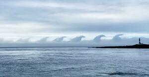 津軽海峡上に波のような形の雲 珍しい現象、「ゴジラっぽい」|全国の ...
