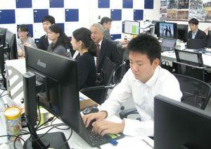 来年4月のシステム稼働に向け、準備を進める木村情報技術のスタッフ=東京都中央区の同社東京支店