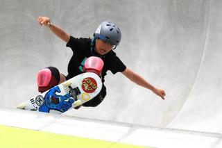 スケートボード、12歳岡本がV