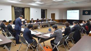 第3次県がん対策推進計画の検討を始めた県の協議会=佐賀県庁