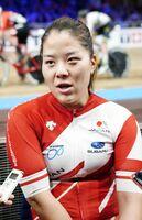 1日、自転車トラック種目世界選手権の女子ケイリンを終え、取材に応じる小林優香=ベルリン(共同)