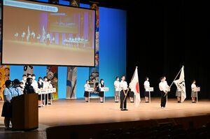 入場した16専門部の代表生徒ら=佐賀市文化会館