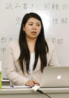 学習障害の特性や学習の支援法を語る中村理美さん=佐賀市のエッジ国際美容専門学校