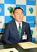 会見で、虹の松原のマツ伐採に関して今後の対応を説明する峰達郎市長=唐津市役所
