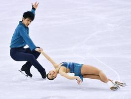 ペアSP 演技する須崎(右)、木原組=江陵(共同)