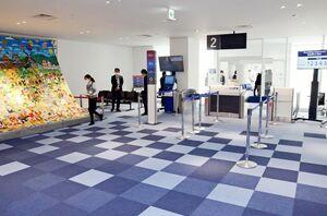 リニューアルし、運用が始まった佐賀空港ターミナルビルの国内線搭乗待合室=佐賀市川副町