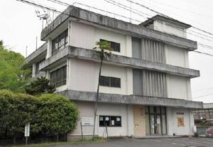 1962(昭和37)年に建設された旧酒造会館。27日から解体工事が始まる=佐賀市与賀町