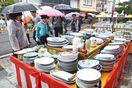 傘の波18万人、令和商品も 有田陶器市開幕