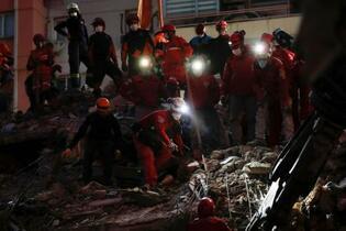 トルコ沖地震、死者41人に