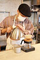 店主こだわりの豆を使ったコーヒーは、注文を受けてから豆をひき、ハンドドリップでいれてくれます