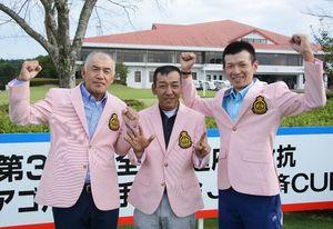 6位入賞を果たした佐賀県チーム。(左から)青木英樹選手、島本武司選手、亀井敏樹選手=宮崎県のUMKカントリークラブ
