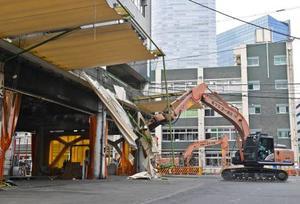 閉場し、解体工事が始まった築地市場=11日午後、東京都中央区(代表撮影)