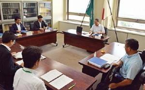 不正アクセス事件を受けて設置された第三者委員会「佐賀県学校教育ネットワークセキュリティ対策検討委員会」の初会合=佐賀県庁