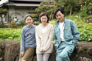主演の寺島しのぶさんと夫役の山崎銀之丞さん、娘役の藤野涼子さん