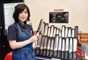材料、製法にこだわり、独自ブランドで販売している高級包丁=多久市の吉田刃物
