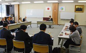 有田の魅力展の継続などを話し合った有田焼未来プロジェクト=西松浦郡有田町生涯学習センター