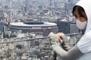 23日、東京五輪開会式当日の国立競技場=東京都渋谷区の渋谷スカイから撮影