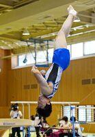体操男子個人総合で優勝した鳥栖工の大坪拓途=佐賀市のSAGAサンライズパーク総合体育館