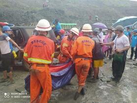 土石崩落で162人死亡