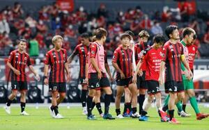 横浜FCと引き分け、準々決勝進出を決めた札幌イレブン=札幌ドーム