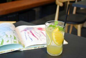 唐津市のカラエテーブルで出している「唐津産レモンと甘夏のミントソーダ」